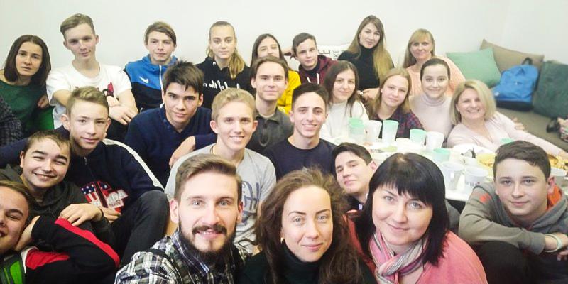 """1_1 """"Україна та Швеція"""" - компанія Beetroot подарувала дітям екскурсію до офісу"""