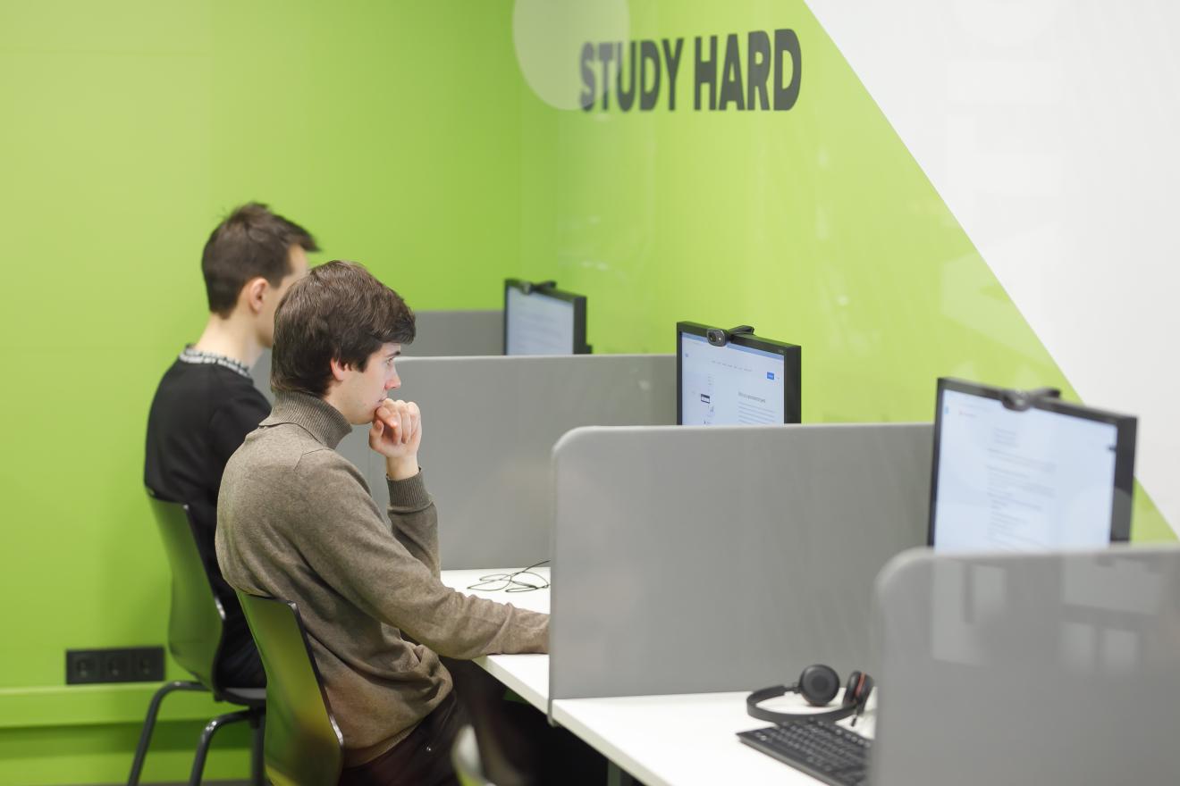 D48A0542-1320x880 Study in Kharkiv. IT-курси Харкова. Випуск #3🚀