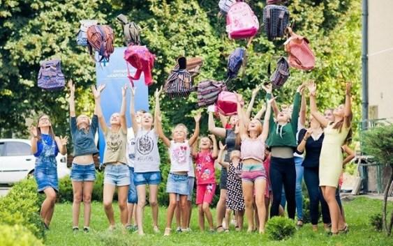 """shp5 Карітас України, ROZETKA та EPAM закликають доєднатися до всеукраїнської акції """"Шкільний портфелик"""""""